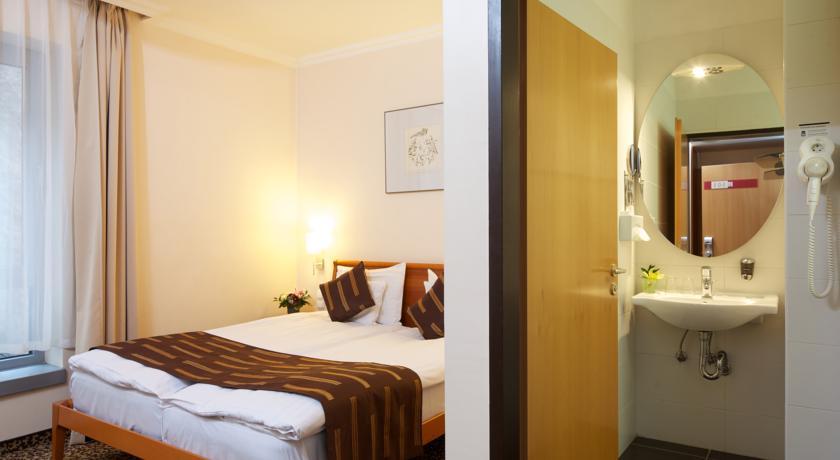 Image #3 - Hotel Ambra - Budapest