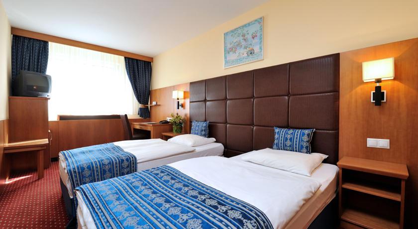 Image #2 - Hotel Carlton - Budapest