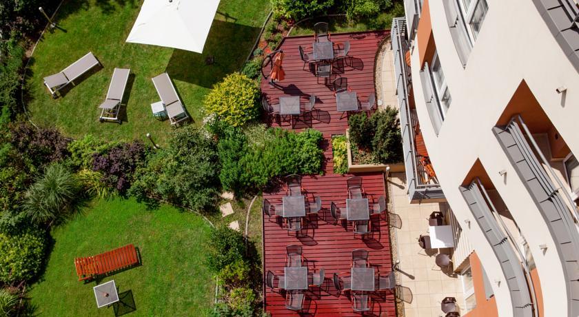 Image #18 - Fraser Residence - Budapest