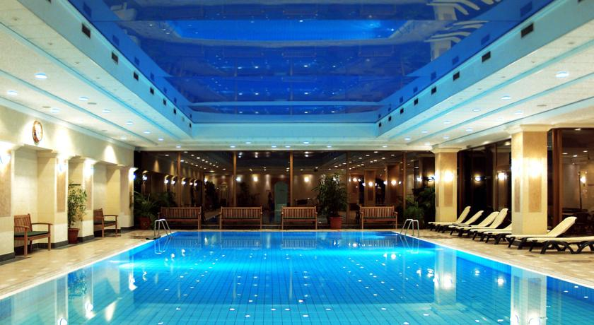 Danubius health spa resort margitsziget budapest thermal accommodation in the green of for Margaret island budapest swimming pool