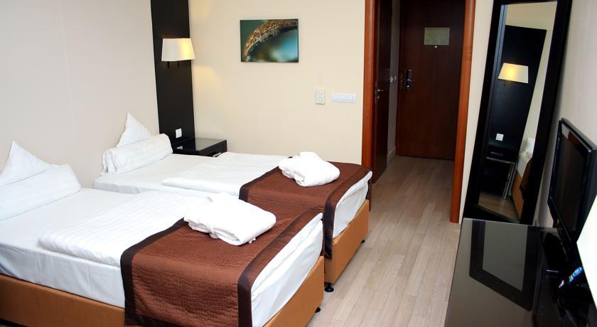 Image #2 - Lions Garden Hotel - Budapest