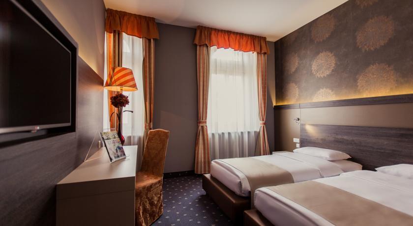Image #9 - Hotel Museum - Budapest